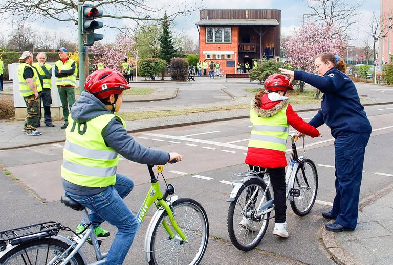 Jugendverkehrsschulen sind unverzichtbar: Hier lernen Kinder unter ungefährlichen Bedingungen, sich im Verkehr zurechtzufinden – mit oder ohne Fahrrad.