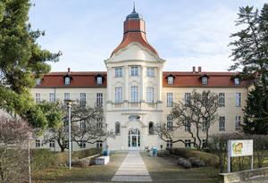 Haupteingang des früheren Rittberg-Krankenhauses, entworfen vom Architekten Theodor Thöns.