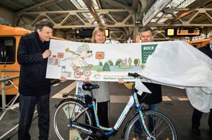 Auf, Richtung Wannsee! Kampagnen-Start mit Bezirksbürgermeisterin Cerstin Richter-Kotowski, Bezirksstadtrat Andy Hehmke (r.) und VisitBerlin-Geschäftsführer Burkhard Kieker.