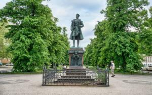 Denkmal für Prinz Albrecht von Preußen auf der Mittelpromenade der Schloßstraße in Charlottenburg.