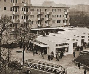 Die Ladenzeile im Jahr 1956 vom Südwestkorso aus gesehen. Foto:Landesarchiv Berlin, Fotograf Bert Sass