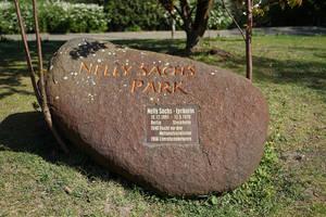 Gedenkstein für Nelly Sachs in dem nach ihr benannten Park.