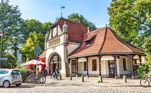 Das Bahnhofsgebäude wurde 1899 erbaut.