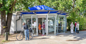 Der neue KulturKiosk neben dem U-Bahnhof Oskar-Helene-Heim.