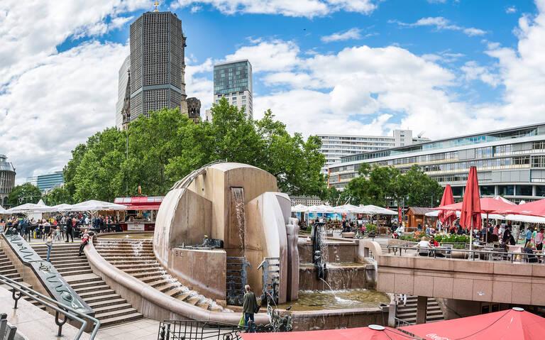Der Wasserklops – Wahrzeichen und Treffpunkt am Breitscheidplatz.