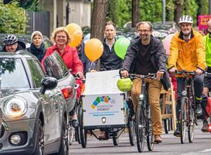 Die neue Steglitz Route wurde Anfang September eröffnet: Allen voran radelt Bezirksbürgermeistern Cerstin Richter-Kotowski.