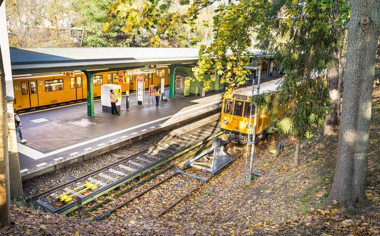 Endstation: Am U-Bahnhof Krumme Lanke enden die Gleise.
