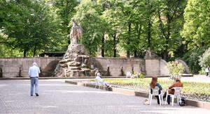 Siegfriedbrunnen auf dem Rüdesheimer Platz.