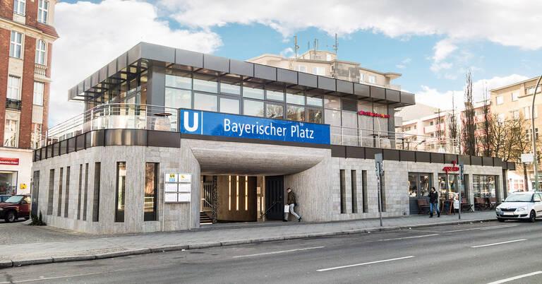 Eingang zum U-Bahnhof Bayerischen Platz.