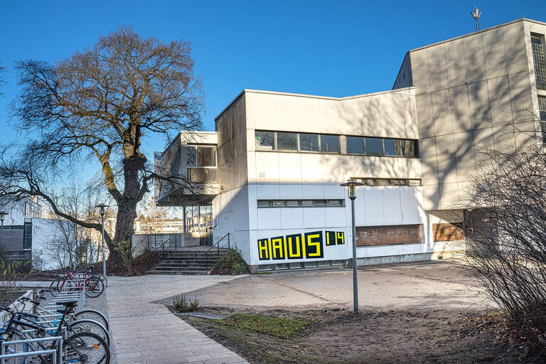 """""""KlubHaus14"""" im StudentendorfSchlachtensee."""