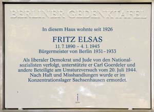 Neben der Gedenktafel erinnert ein Stoperstein am Petschkauer Weg41 an Fritz Elsas.