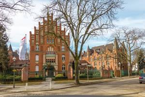 Das Hauptgebäude des Rotherstifts ist äußerlich unverändert erhalten.