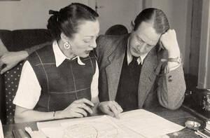 """Hildegard und Franz Cornelsen arbeiten 1948 an """"Peter Pim and Billy Ball"""". Archiv Cornelsen Verlag"""