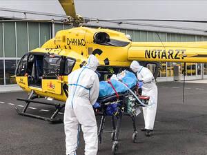 Das ADAC-Flugrettungsteam von Christoph31 in Pandemie-Zeiten: Hygienemaßnahmen werden großgeschrieben. Foto: ADAC-Flugrettung