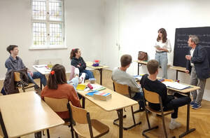 Vor dem Mauerfall: Eine private Umfrage zur Deutschen Frage wird Thema eines Schulreferats. Foto: Elke Brumm