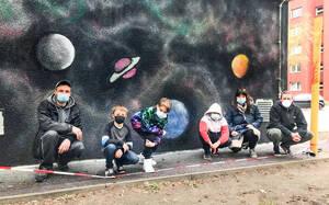 Jugendliche zeigen ihr Graffiti-Projekt – Grundschule Lankwitz. Foto: NBB Netzgesellschaft Berlin-Brandenburg mbH & Co. KG