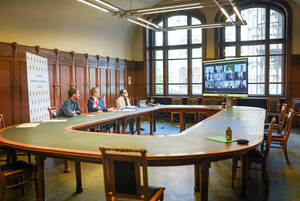 Bezirksbürgermeister Reinhard Naumann bei der Videokonferenz zur Unterzeichnung der Vereinbarung. Foto: Farchmin / BACW