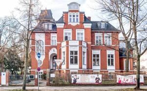 Reiseunternehmer Carl Stangen  wohnte in der Drakestraße 51.