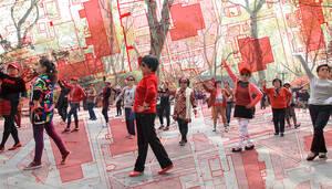 "2016, Projekt ""Dancing in Grünau"". Foto: Shanghai, Plaza Dancing, zukunftsgeraeusche"