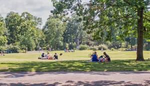 Auch im Preußenpark sind Parkläufer als Ansprechpartner für die Besucher unterwegs.