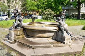 Spielende Kinder sollten ursprünglich für die Freundschaft von Friedenau und Wilmersdorf stehen.