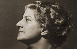 Gerty Simon, Selbstporträt, um 1934.  The Bernard Simon Collection, Wiener Holocaust Library Collection.