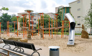 Neuer Spielplatz am U-Bahnhof Halemweg.