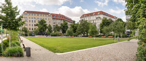 Steinplatz an der Hardenbergstraße.