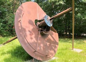 """Dauerleihgabe: Die Skulptur """"Solarica-X"""" des Künstlers Bernhard Heiliger. Foto: Bezirksamt Steglitz-Zehlendorf"""