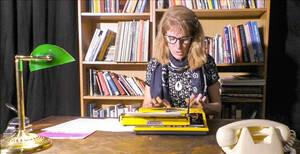 Auch sie nahm an der Befragung teil: Die kaufmännische Angestellte Edeltraut, dargestellt von Elke Brumm. Foto: Jean-Pierre Pactat