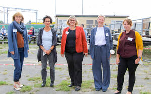 Von links nach rechts: Mara Höhl, Sabine Daniel, Bezirksbürgermeisterin Angelika Schöttler, Britta Starke, Julia Selge. Foto: BA T-SC