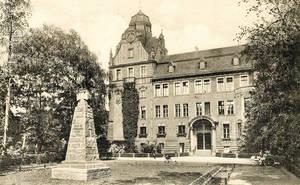 Schule mit Geschichte: Die Friedrich-Bergius-Schule, einstiges Gymnasium am Maybachplatz. Fotos: FBS