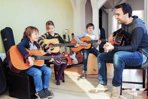 Spielerisch Freude am Instrument und an der Musik entdecken – ein Ziel von musikplus! Foto: Urban Ruths mmal