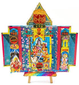 Im Café Bilderbuch werden unter anderem farbenprächtige Ökollagen mit indischen Motiven gezeigt.