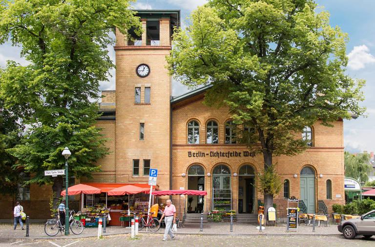 Bahnhof Lichterfelde West.