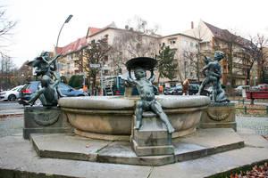 Erikabrunnen am Adam-Kuckhoff-Platz.