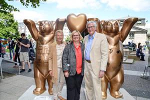 Von links: Eva Herlitz, Bezirksbürgermeisterin Angelika Schöttler, Dr.Klaus Herlitz. Foto: Wirtschaftsförderung