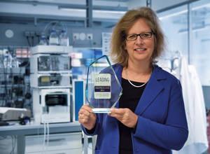 Alexandra Knauer freut sich über die erneute Auszeichnung des Familienunternehmens. Foto: Knauer Wissenschaftliche Geräte GmbH