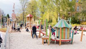 Der neu gestaltete Spielplatzes an der Curtiusstraße14.
