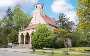 Die Kapelle wurde von Ernst Petersen entworfen.