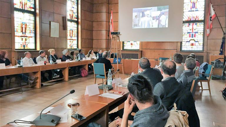Reges Interesse an der Kampagne Fairtrade Town herrschte im Rathaus Zehlendorf.  Foto BezAStZ