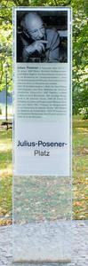 In Nikolassee erinnert der Julius-Posener-Platz an den Architekturhistoriker, der sich hier für den Erhalt der Muthesius-Villen einsetzte.