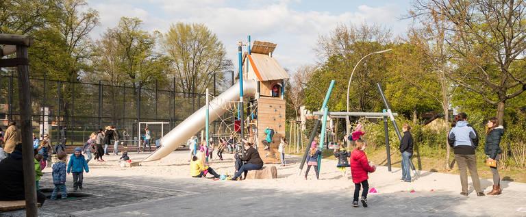 Spielplatz an der Goerzallee / Ecke Altdorfer Straße.