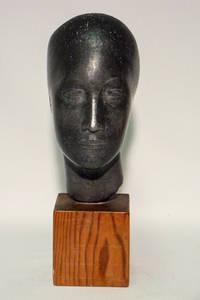 Jussuf Abbo, Büste auf Holzsockel, undat. 1920er, Bronze. Foto: NL Abbo, Brighton