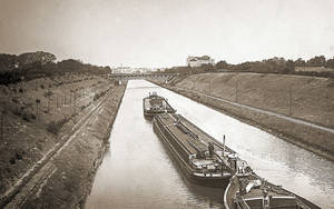 Auf diesem alten Foto sind noch die Gleise der Treidelbahn zu sehen.
