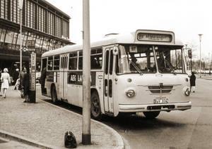 Zwischen 1963 und Anfang 1971 hielt der 81er am Bahnhof Zoo. Foto: Traditionsbus GmbH Berlin