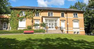 """Leo-Borchard-Musikschule auf """"grünem Hügel"""" in Zehlendorf."""