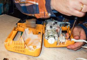 Hier ist noch was zu retten! Schon manches Gerät konnte im Repair Café wieder in Gang gebracht werden. Foto: Repair Café