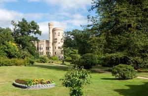 Blick über den Pleasureground zum Schloss Babelsberg. Foto: SPSG/Leo Seidel