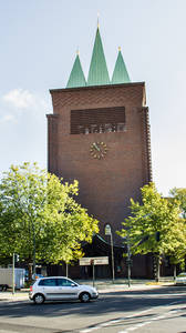 Ev. Kreuzkirche am Hohenzollerndamm130.